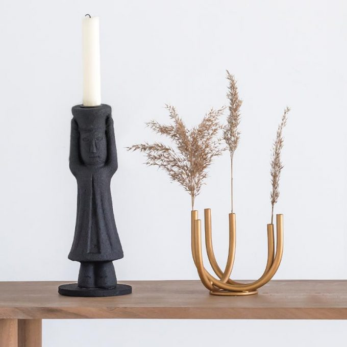 mulher candle holder