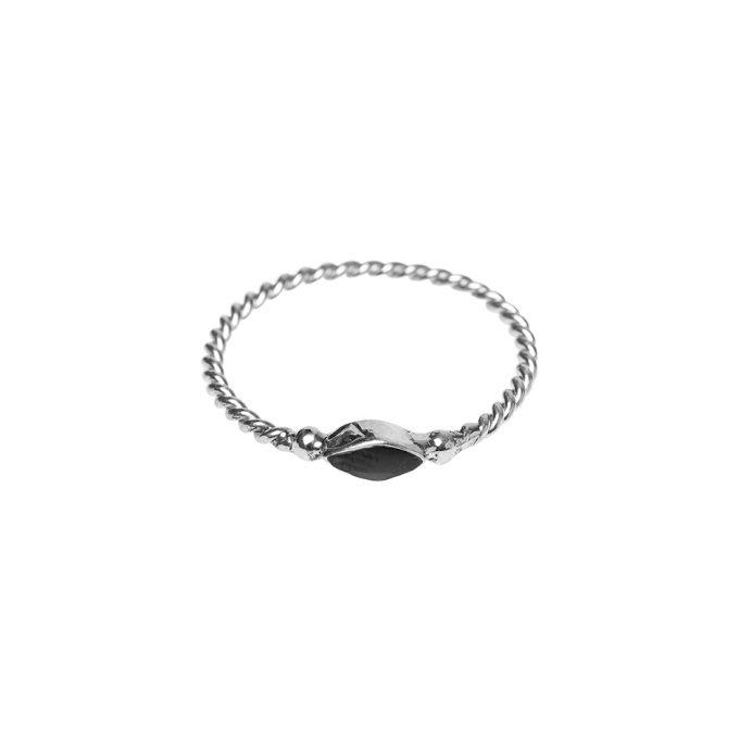 Twisted Eyeshape Resin Ring Silver